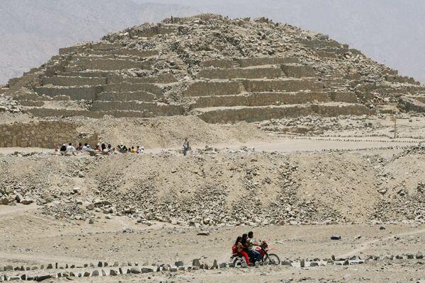 Древнейший в мире архитектурный комплекс - руины города Карал в Перу
