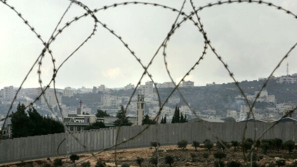 Колючая проволока на окраине Иерусалима в городе Вифлееме на Западном берегу