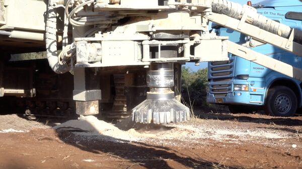 Тяжелая техника, используемая во время операции Северный щит, на севере Израиля вблизи границы с Ливаном