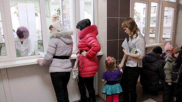Очередь в регистратуру детской поликлиники