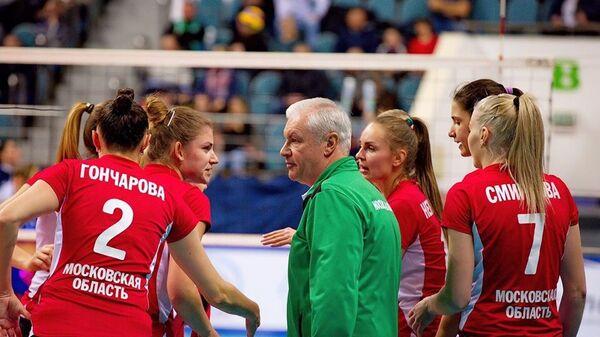 Волейболистки подмосковного Заречье-Одинцово и главный тренер клуба