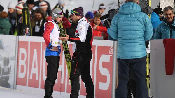 Александр Логинов (Россия) и тренер мужской сборной Австрии по биатлону Рикко Гросс