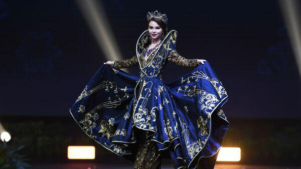 Юлия Полячихина на показе национальных костюмов на конкурсе Мисс Вселенная 2018