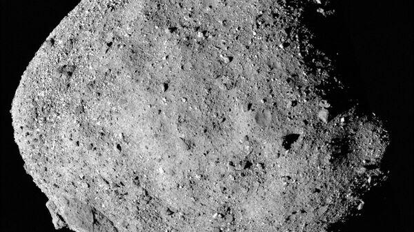 Фотография астероида Бенну, полученная зондом OSIRIS-REx
