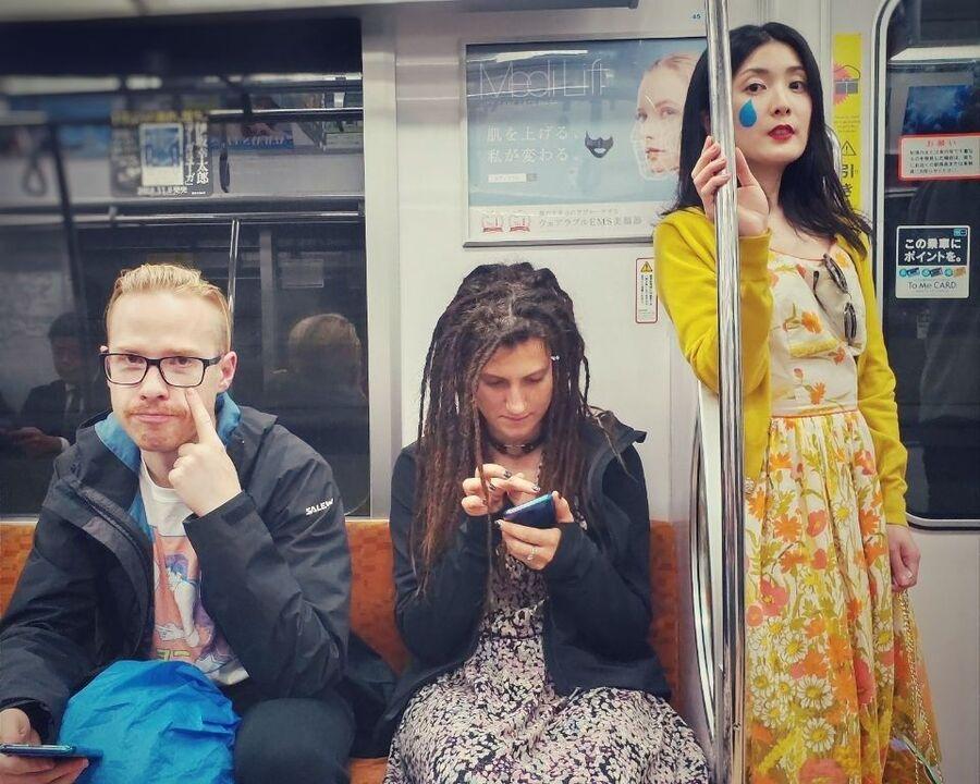 В метро Токио