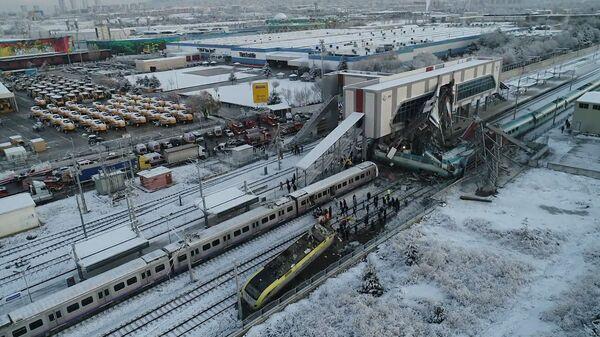 В Анкаре сошел с рельсов скоростной поезд. Кадры с места ЧП