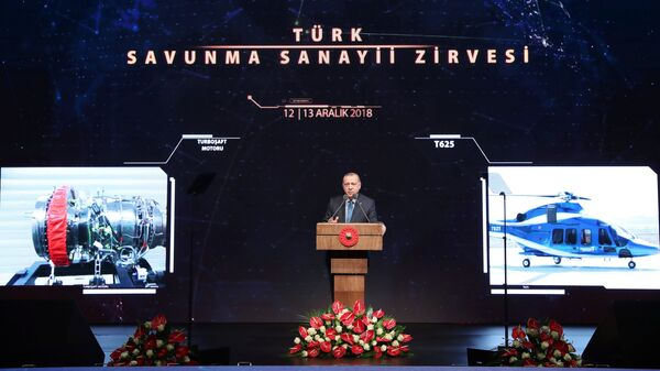 Президент Турции Тайип Эрдоган представляет вертолет T625 Gokbey