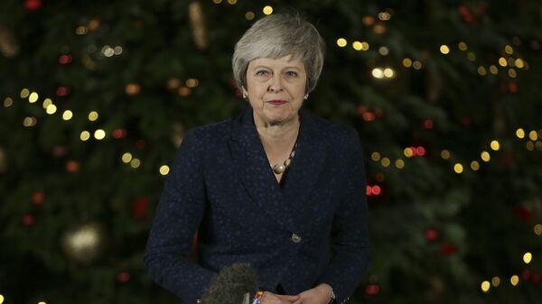 Двести – Тереза Мэй на месте. Британия не меняет премьера на переправе