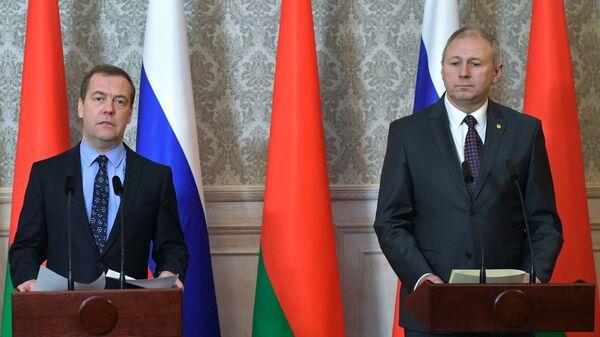 Дмитрий Медведев и Сергей Румас во время заявления для прессы по итогам заседания Совета министров Союзного государства России и Белоруссии в Бресте. 13 декабря 2018