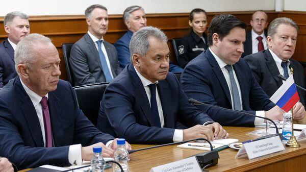 Министр обороны РФ Сергей Шойгу во время заседания в Нью-Дели российско-индийской межправительственной комиссии по военно-техническому сотрудничеству. 13 декабря 2018