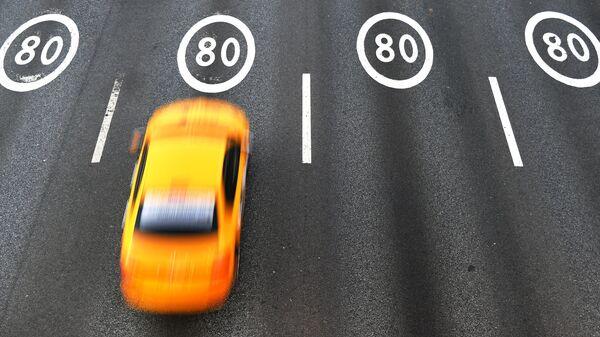 Разметка со знаками ограничения максимальной скорости