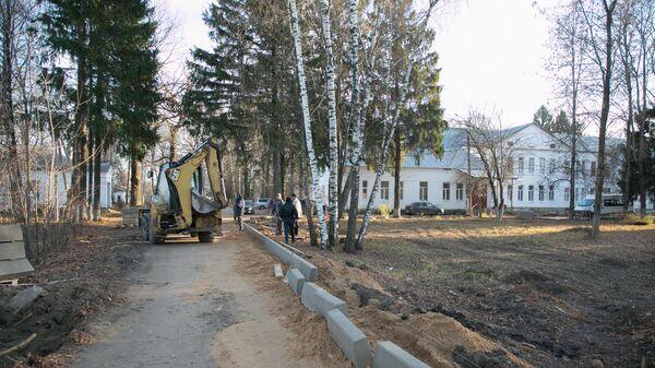 Ремонтные работы на территории больницы в городе Струнино