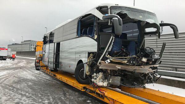 Пассажирский автобус, попавший в ДТП недалеко от Цюриха, Швейцария. 16 ноября 2018