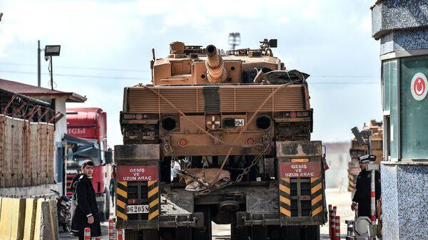 Турецкая военная техника на границе с Сирией