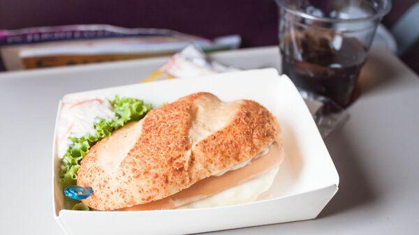 Еда и напиток на борту самолета