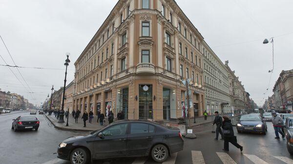 Новое здание ТРК Калинка - Стокманн на пересечении улицы Восстания и Невского проспекта в Санкт-Петербурге