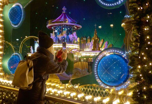 Новогодние витрины Дома Ленинградской торговли в Санкт-Петербурге
