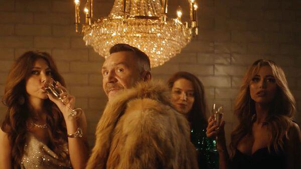Кадр из видео группы Ленинград Золото