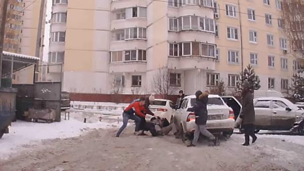 В Люберцах драка местных жителей с автомобилистами попала на видео