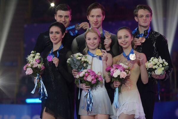 Наталья Забияко и Александр Энберт, Евгения Тарасова и Владимир Морозов, Александра Бойкова и Дмитрий Козловский (слева направо)