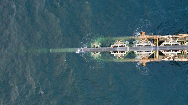 Укладка труб газопровода Северный поток - 2 в Балтийском море