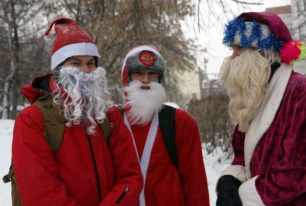 Участники велосипедного заезда Дедов Морозов в Новосибирске
