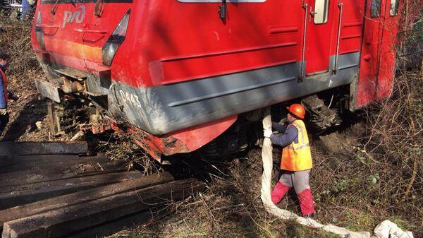 Два вагона пригородной электрички сошли с рельсов из-за селя в Краснодарском крае. 24 декабря 2018