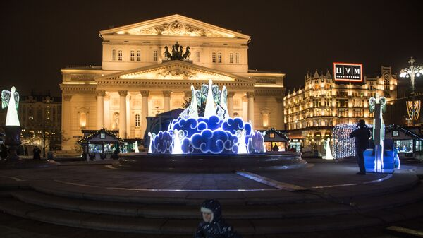 Новогодние инсталляции на Театральной площади в Москве