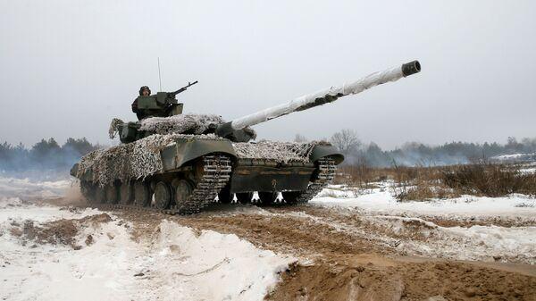Украинский танк во время учений. 3 декабря 2018