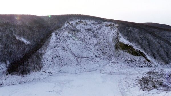 Место схода грунта в реку Бурея в Хабаровском крае