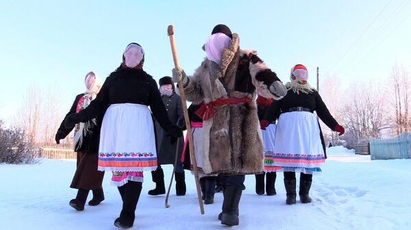 Ряженые во время празднования Шорыкйол