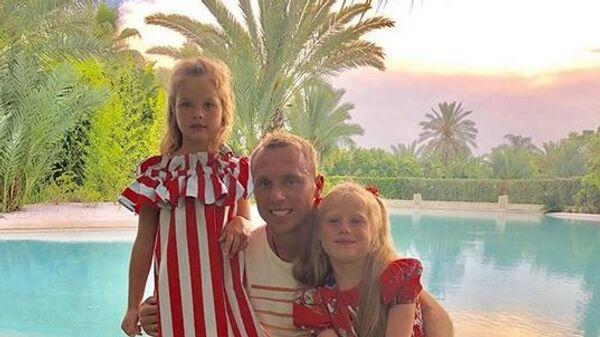 Денис Глушаков с детьми