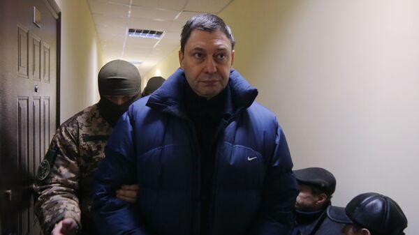 Руководитель портала РИА Новости Украина Кирилл Вышинский перед началом заседания Херсонского городского суда