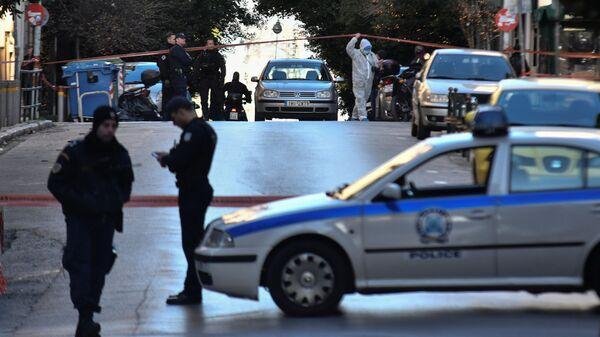 Полиция на месте взрыва у церкви Святого Дионисия в Афинах, Греция. 27 декабря 2018