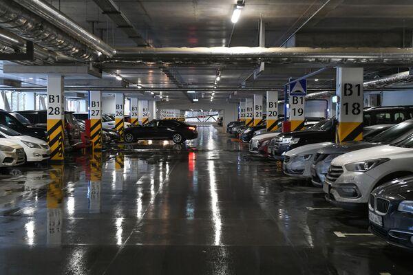 Паркинг терминала В аэропорта Шереметьево