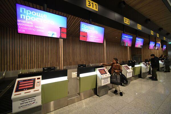 Стойки самостоятельной регистрации и сдачи багажа терминала В аэропорта Шереметьево