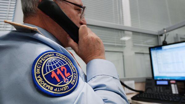 Сотрудник на рабочем месте Центр вызова экстренных оперативных служб по единому номеру 112 в городе Подольске Московской области