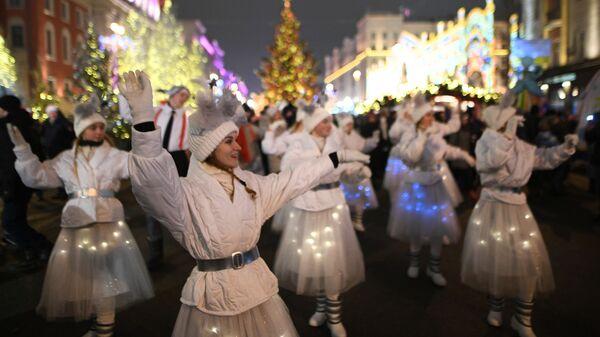 Выступление артистов во время празднования Нового года 2019 на Тверской улице в Москве
