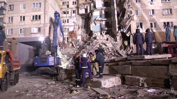 Картинки по запросу Тела 11 погибших извлекли из-под завалов в Магнитогорске