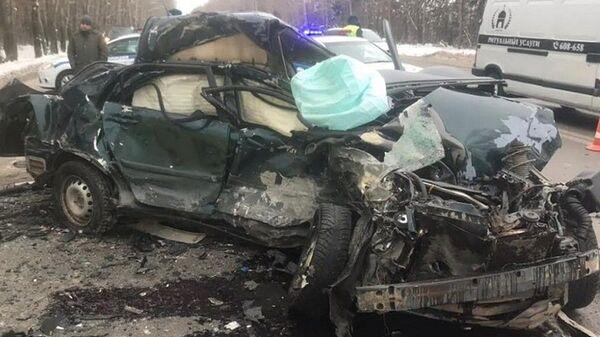 На месте ДТП на федеральной автодороге Курган-Тюмень, в котором погибли четыре человека. 6 января 2019