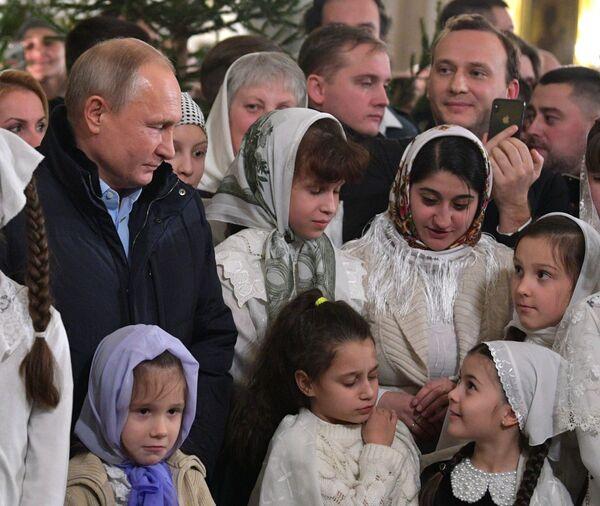 Владимир Путин во время Рождественского богослужения в Спасо-Преображенском соборе всей гвардии в Санкт-Петербурге. 6 января 2019