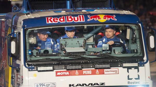 Экипаж Каргинова дисквалифицировали наралли «Дакар» из-за наезда назрителя