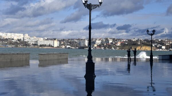 Фонари на набережной Севастополя
