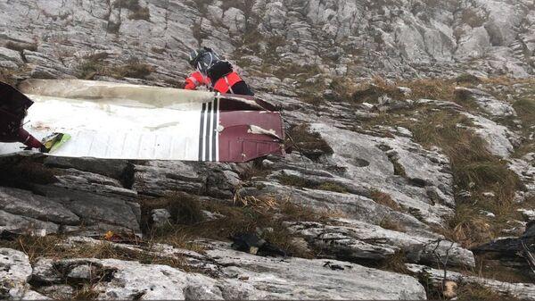 На месте крушения легкомоторного самолета на севере Испании, в автономном сообществе Страна басков