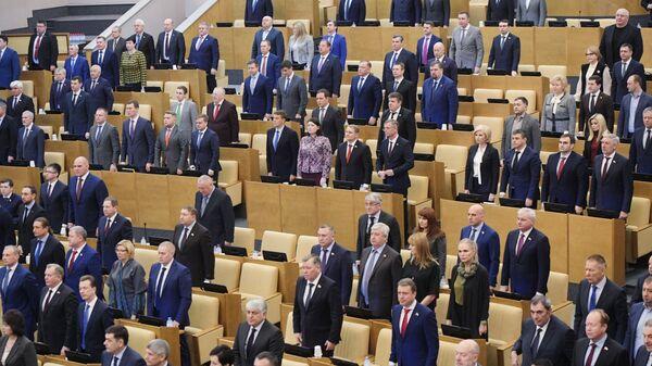 Депутаты перед началом пленарного заседания Государственной Думы РФ почтили минутой молчания умершего 9 января последнего председателя Верховного Совета СССР Анатолия Лукьянова. 10 января 2019