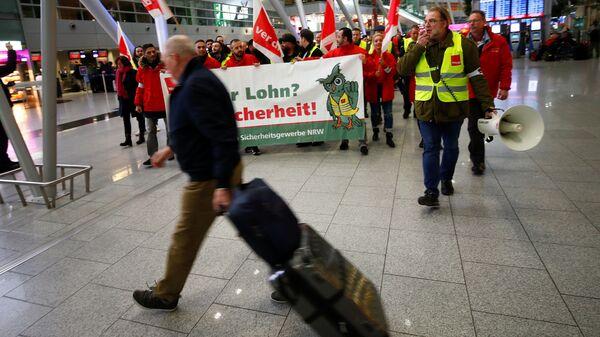 Забастовка работников служб безопасности немецких аэропортов в Дюссельдорфе. 10 января 2019