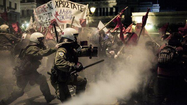 Столкновение полиции с участниками акции протеста против визита канцлера Германии Ангелы Меркель в Афинах. 10 января 2019
