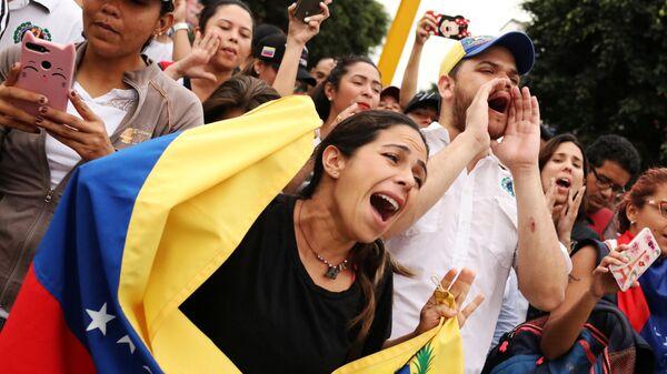 Участники протеста против начала второго президентского срока Николаса Мадуро. 10 января 2019