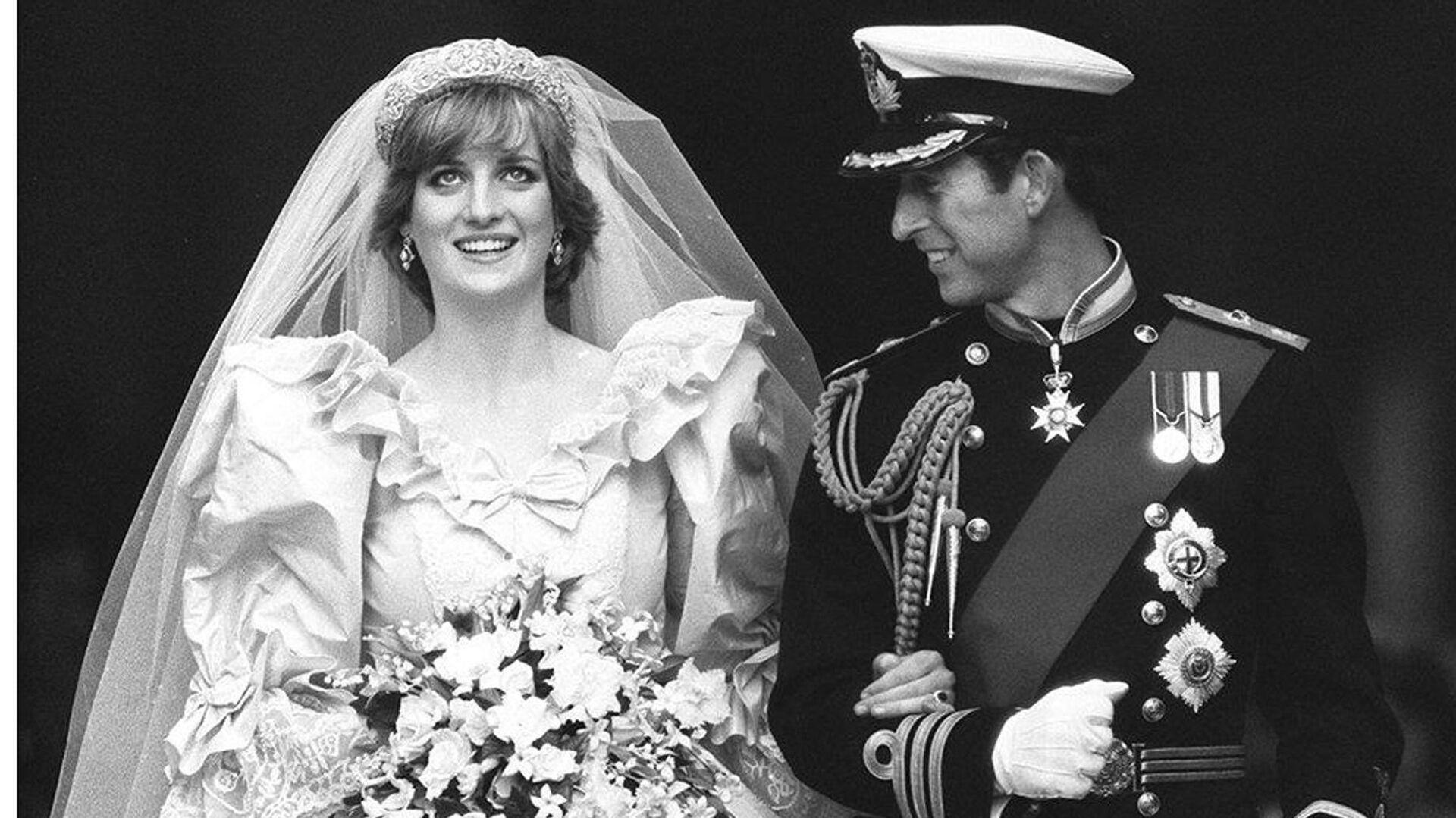 Принцесса Диана и принц Чарльз в день своей свадьбы в Лондоне, 29 июля 1981  - РИА Новости, 1920, 29.07.2020