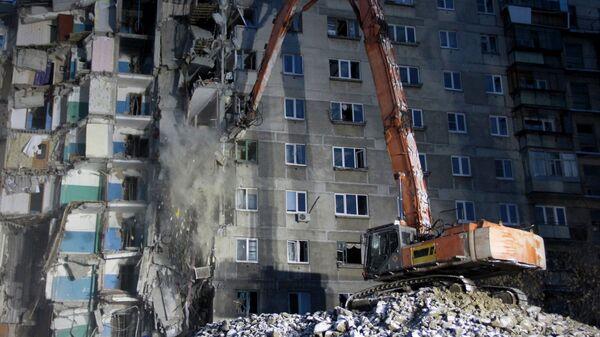 Демонтажные работы на месте обрушения подъезда жилого дома в Магнитогорске. 12 января 2019